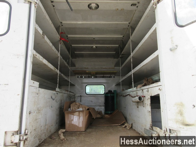 USED 2004 CHEVROLET 4500 SERVICE - UTILITY TRUCK TRAILER #44187-16