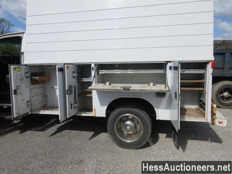 USED 2004 CHEVROLET 4500 SERVICE - UTILITY TRUCK TRAILER #44187-17