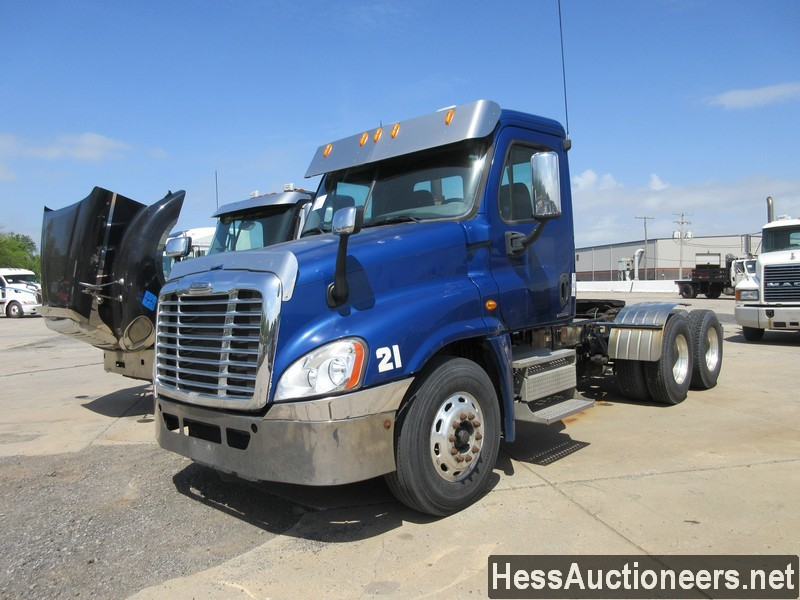 USED 2010 FREIGHTLINER CASCADIA TANDEM AXLE DAYCAB TRAILER #44565-1