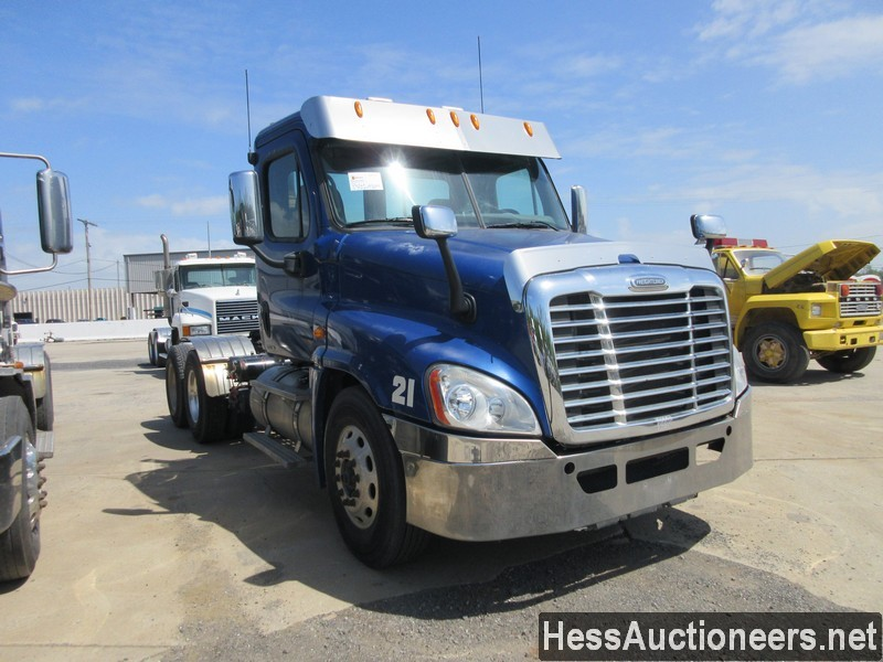 USED 2010 FREIGHTLINER CASCADIA TANDEM AXLE DAYCAB TRAILER #44565-2