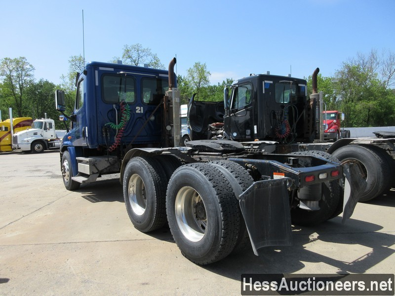 USED 2010 FREIGHTLINER CASCADIA TANDEM AXLE DAYCAB TRAILER #44565-4