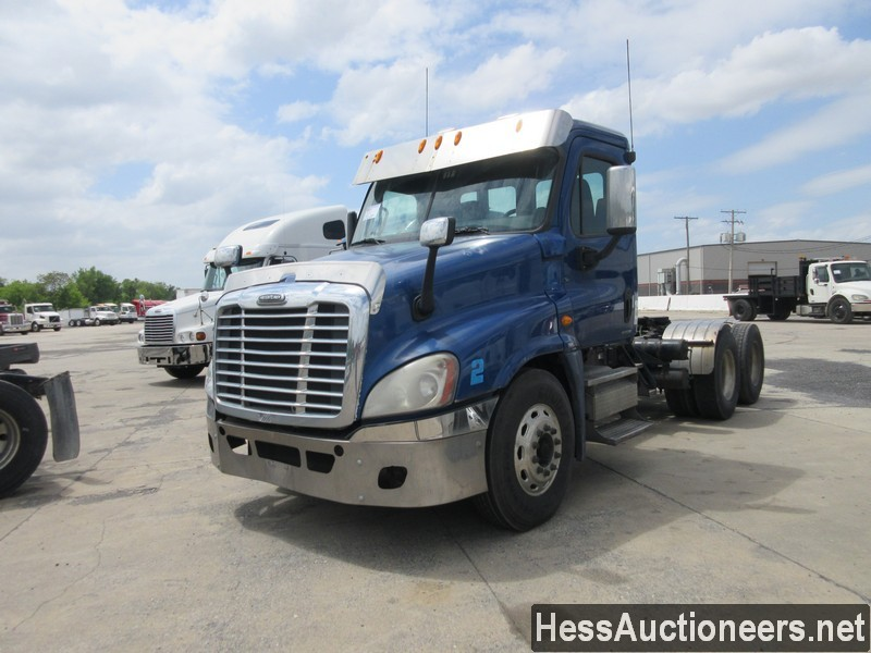 USED 2010 FREIGHTLINER CASCADIA TANDEM AXLE DAYCAB TRAILER #44585