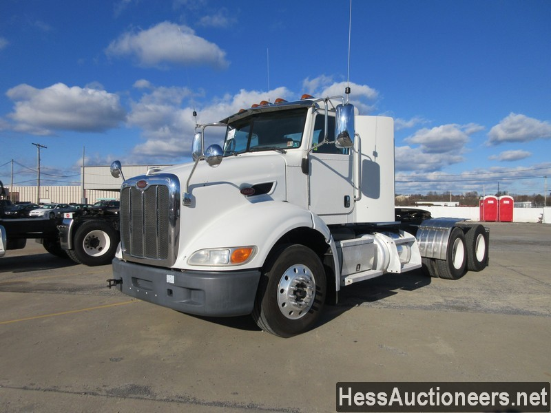 USED 2014 PETERBILT 384 TANDEM AXLE DAYCAB TRAILER #48493
