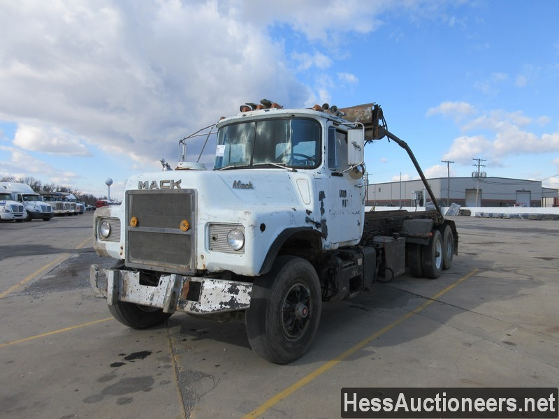 USED 1987 MACK DM686S ROLL-OFF TRUCK TRAILER #48662