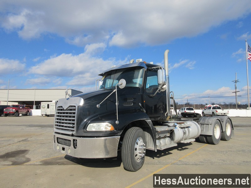 USED 2012 MACK CXU PINNACLE TANDEM AXLE DAYCAB TRAILER #48736