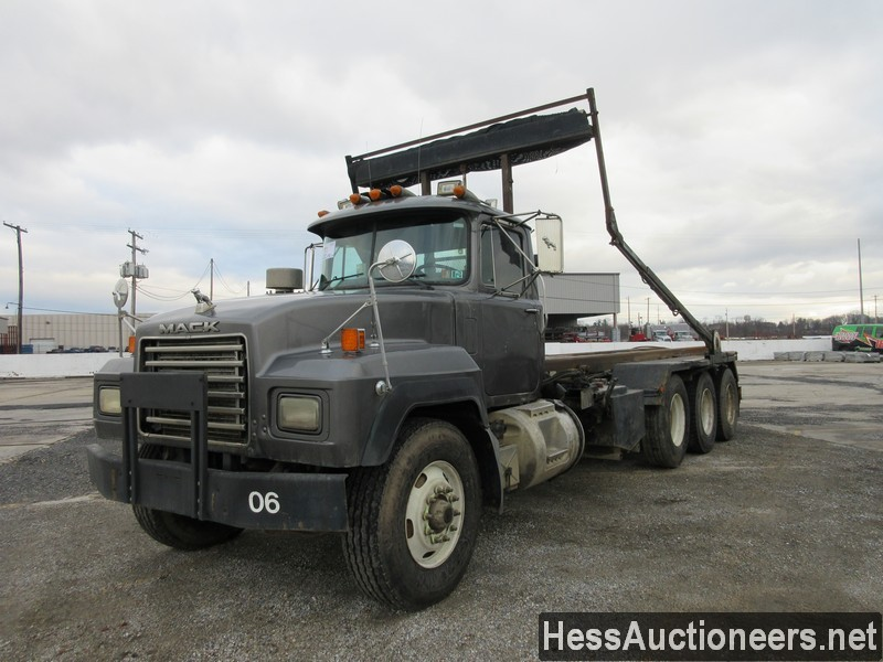 USED 1995 MACK RD ROLL-OFF TRUCK TRAILER #49089