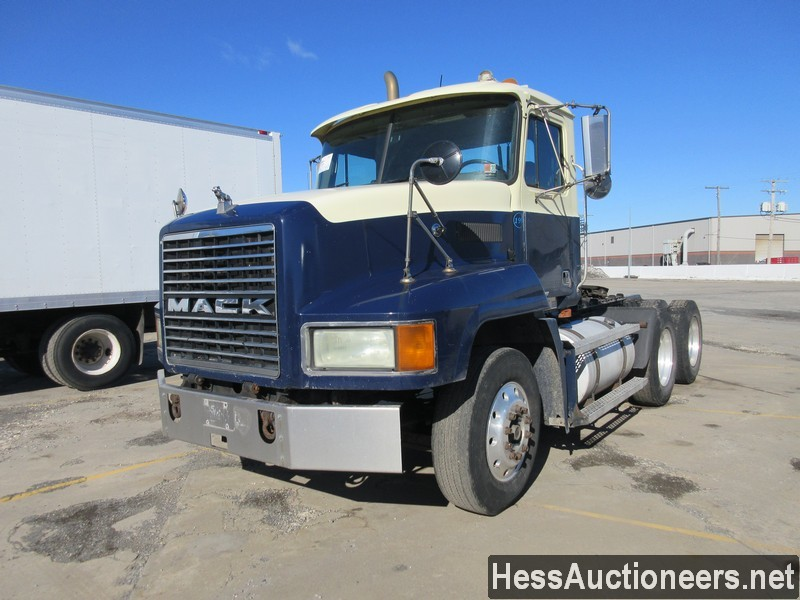 USED 2001 MACK CH 613 TANDEM AXLE DAYCAB TRAILER #49629
