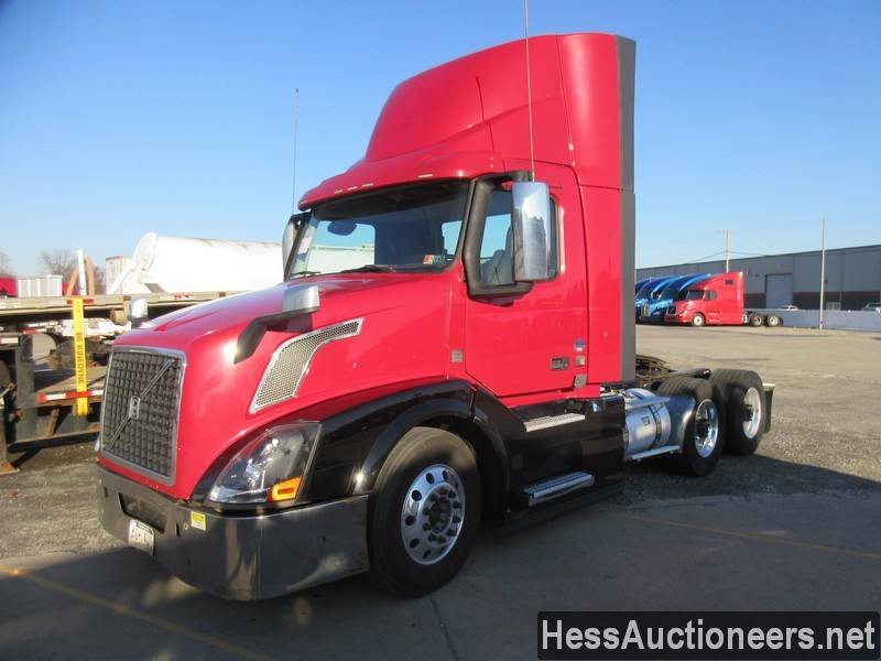 USED 2015 VOLVO VNL62T300 TANDEM AXLE DAYCAB TRAILER #50407