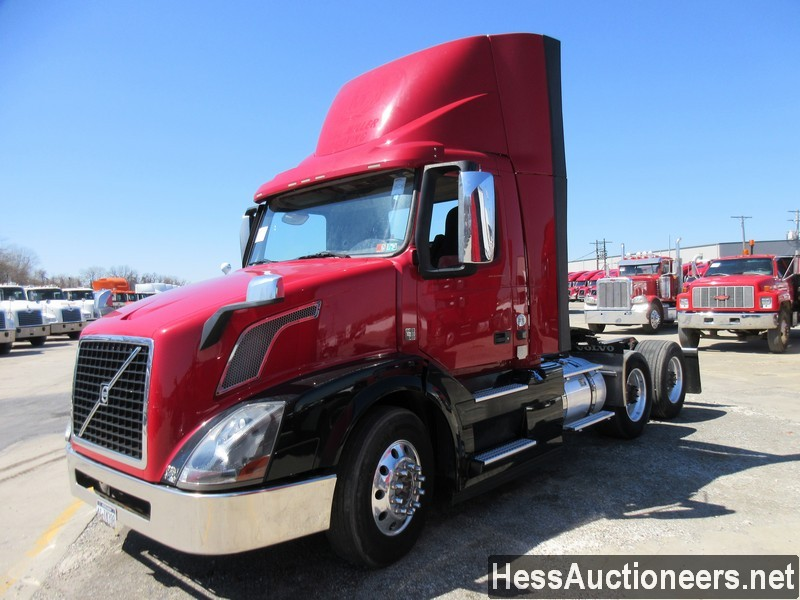 USED 2015 VOLVO VNL62T300 TANDEM AXLE DAYCAB TRAILER #50408