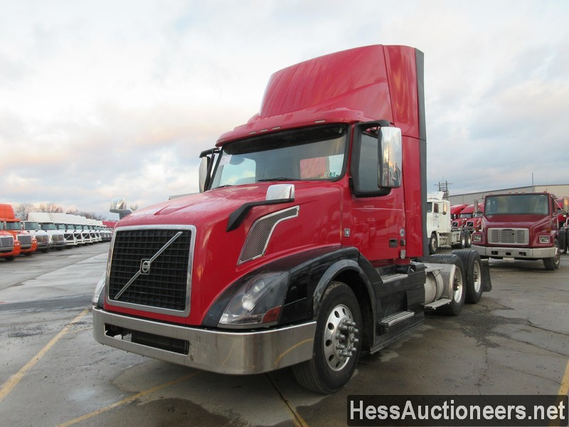 USED 2015 VOLVO VNL62T300 TANDEM AXLE DAYCAB TRAILER #50409