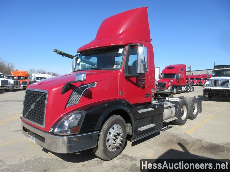 USED 2015 VOLVO VNL62T300 TANDEM AXLE DAYCAB TRAILER #50410