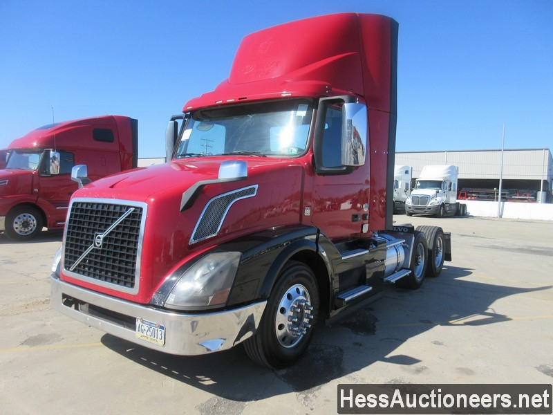 USED 2015 VOLVO VNL62T300 TANDEM AXLE DAYCAB TRAILER #50411-1