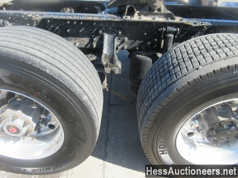 USED 2015 VOLVO VNL62T300 TANDEM AXLE DAYCAB TRAILER #50411-18