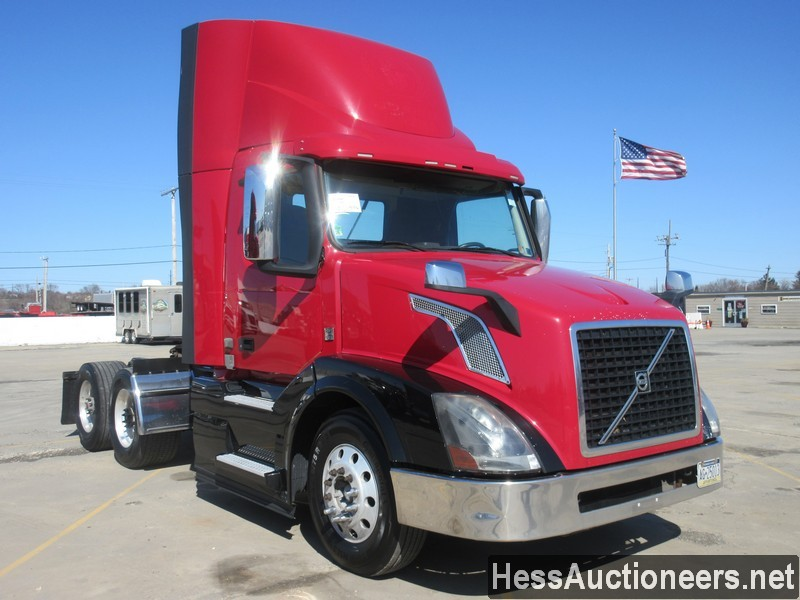 USED 2015 VOLVO VNL62T300 TANDEM AXLE DAYCAB TRAILER #50411-2