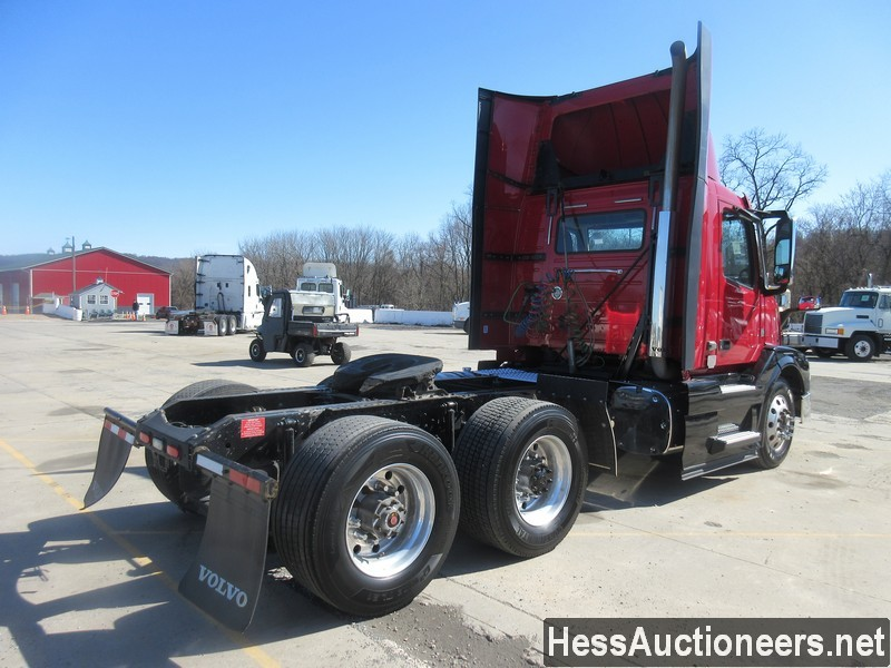 USED 2015 VOLVO VNL62T300 TANDEM AXLE DAYCAB TRAILER #50411-3