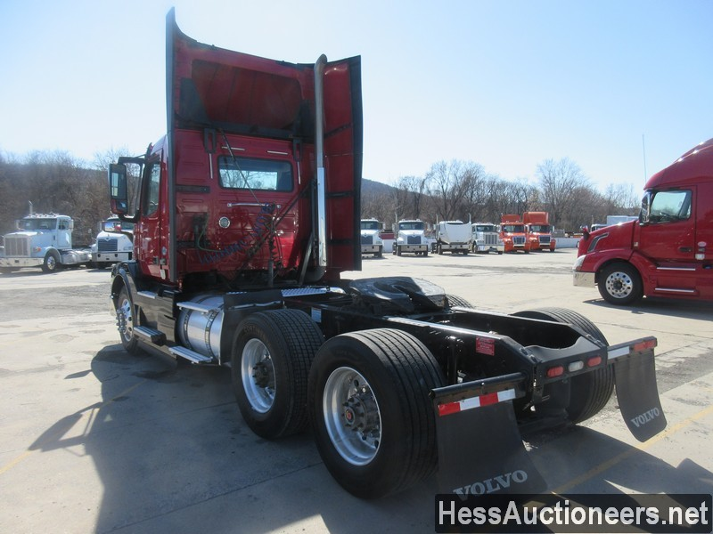 USED 2015 VOLVO VNL62T300 TANDEM AXLE DAYCAB TRAILER #50411-4