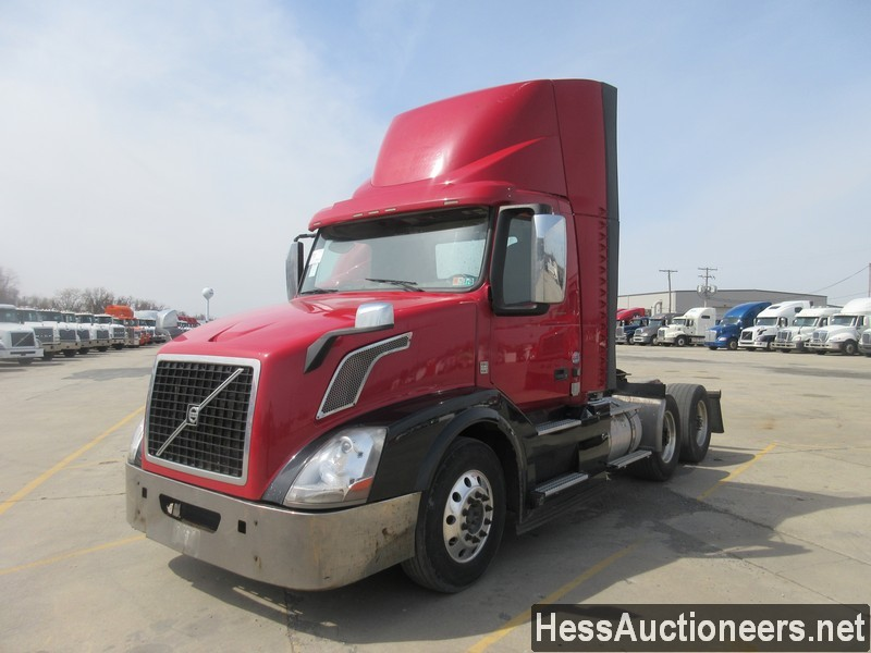 USED 2015 VOLVO VNL62T300 TANDEM AXLE DAYCAB TRAILER #50413