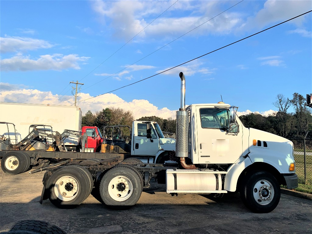 2004 STERLING A9500 Tandem Axle Daycab