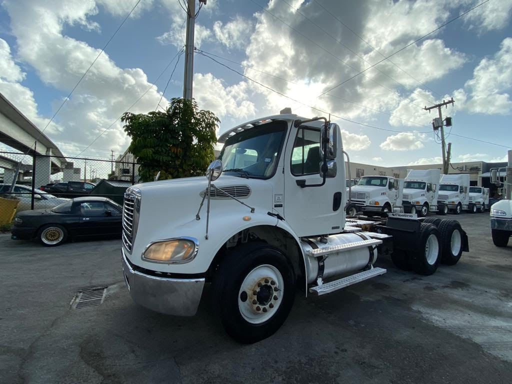 USED 2005 FREIGHTLINER M2 112 T/A BUSINESS CLAS TANDEM AXLE DAYCAB TRUCK #2515