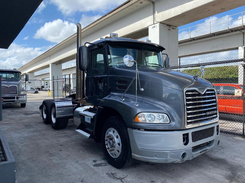 USED 2014 MACK PINNACLE CXU613 T/A DAY TANDEM AXLE DAYCAB TRUCK #2529