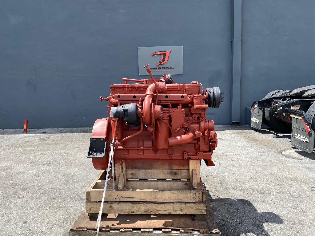 USED 2004 CUMMINS ISC COMPLETE ENGINE TRUCK PARTS #2608
