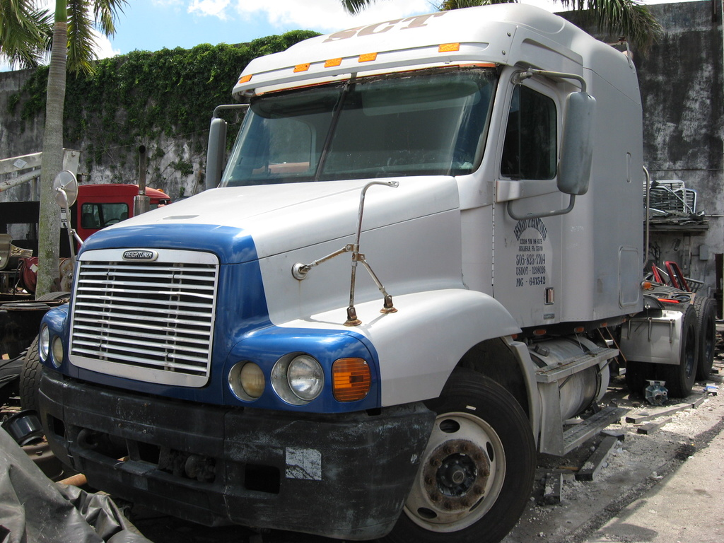 USED 2004 FREIGHTLINER COLUMBIA HEAVY DUTY TRUCK #1042