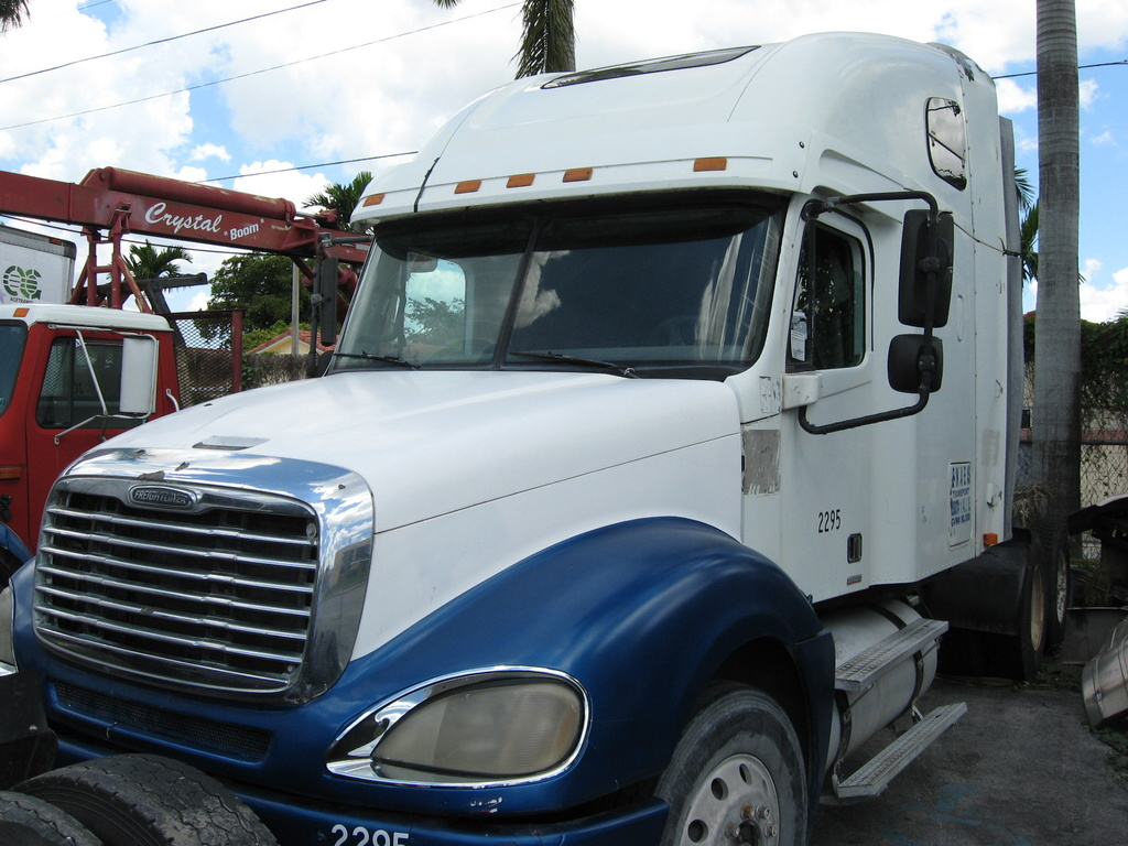 USED 2003 FREIGHTLINER COLUMBIA HEAVY DUTY TRUCK #1045