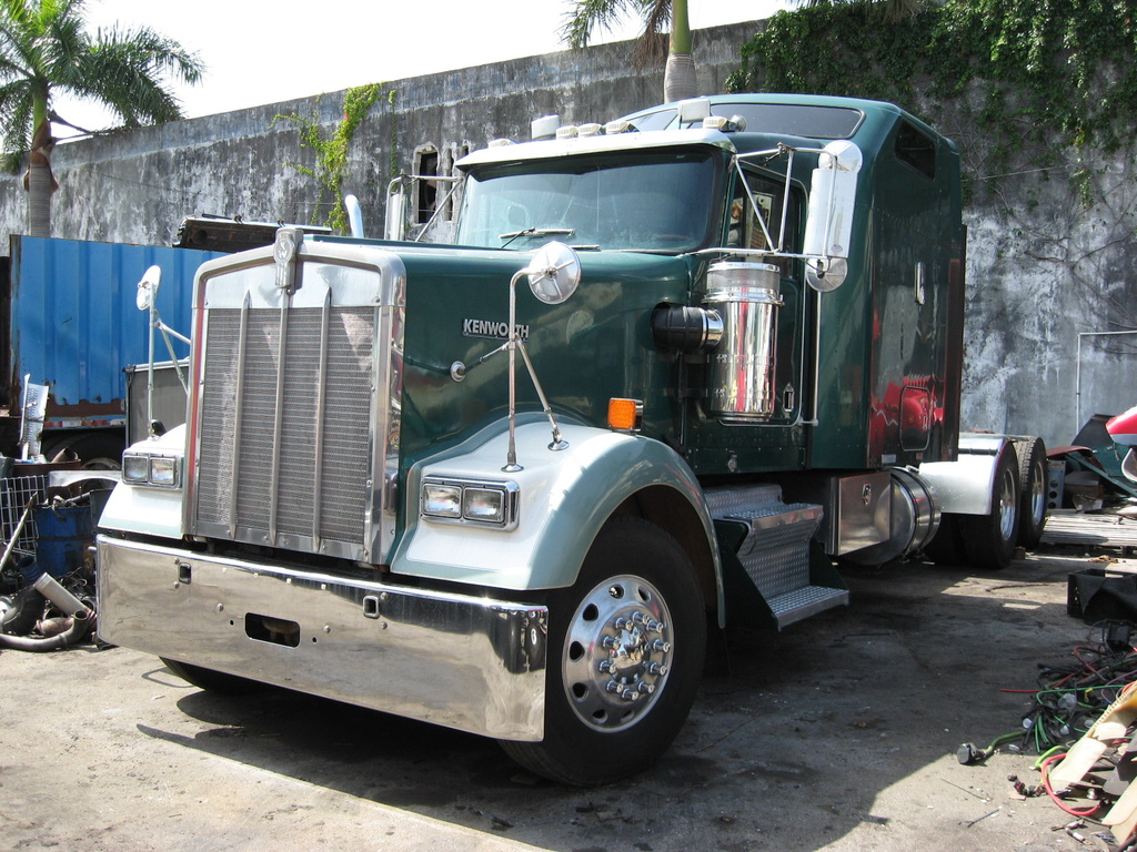 USED 2001 KENWORTH W900 HEAVY DUTY TRUCK #1046