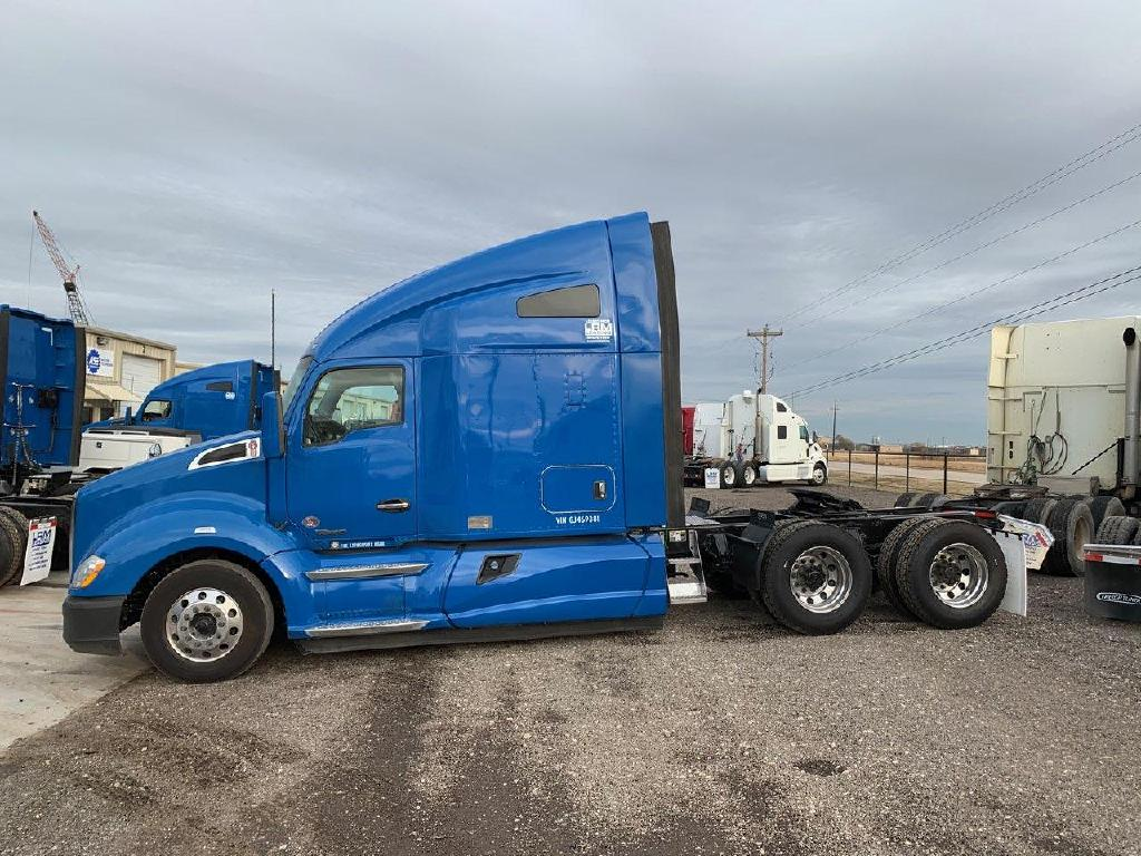 USED 2016 KENWORTH T680 TANDEM AXLE SLEEPER TRUCK #1562