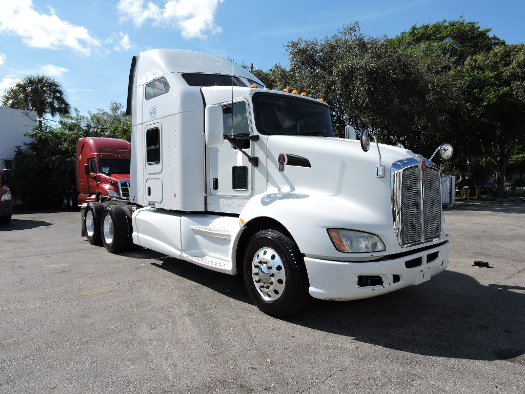 USED 2013 KENWORTH T660 TANDEM AXLE SLEEPER TRUCK #1567