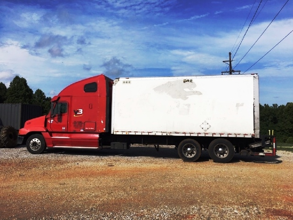 USED 2004 FREIGHTLINER CENTURY CLASS SLEEPER TRUCK #12074