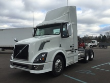 NEW 2017 VOLVO VNL300 TANDEM AXLE DAYCAB TRUCK #284021-1