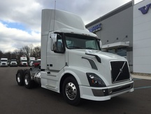 NEW 2017 VOLVO VNL300 TANDEM AXLE DAYCAB TRUCK #284021-2