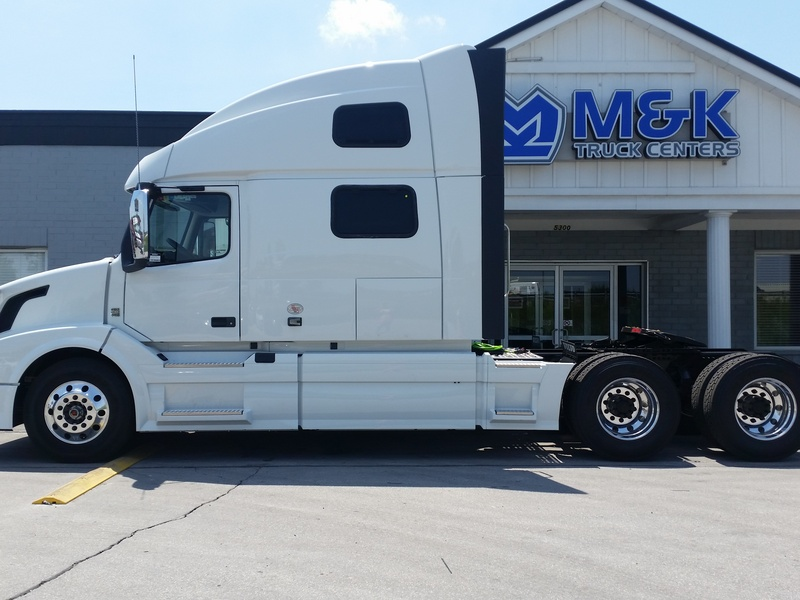 NEW 2017 VOLVO VNL780 TANDEM AXLE DAYCAB TRUCK #284823