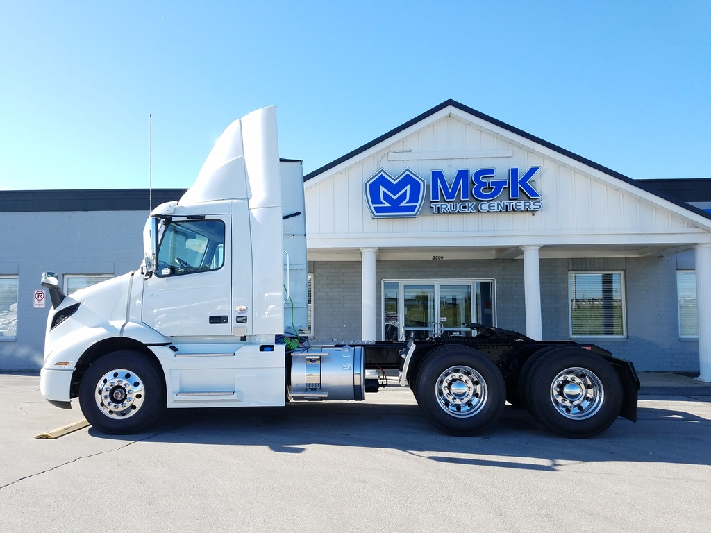 NEW 2018 VOLVO VNR300 TANDEM AXLE DAYCAB TRUCK #287698