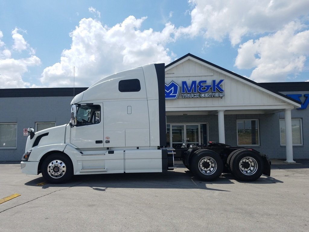 NEW 2018 VOLVO VNL670 TANDEM AXLE SLEEPER TRUCK #287901
