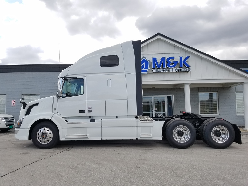 NEW 2018 VOLVO VNL670 TANDEM AXLE SLEEPER TRUCK #288083