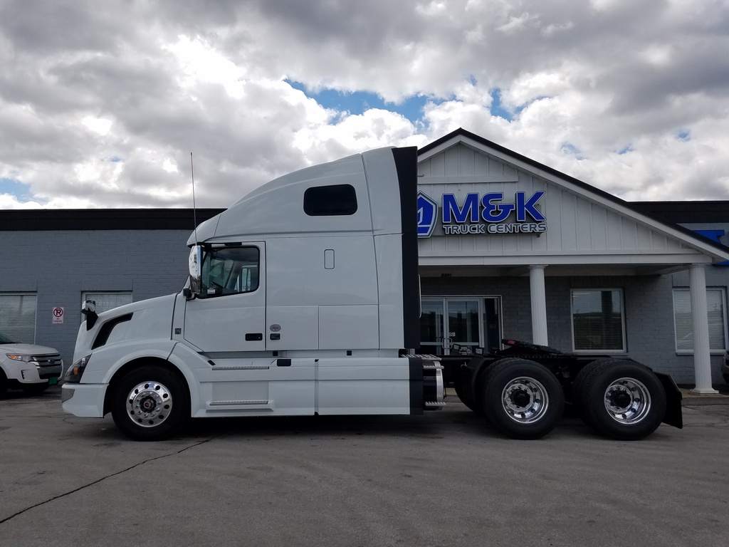 NEW 2018 VOLVO VNL670 TANDEM AXLE SLEEPER TRUCK #288093