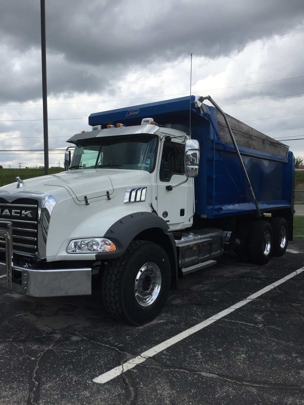 NEW 2019 MACK GR64B TRI-AXLE STEEL DUMP TRUCK #129062