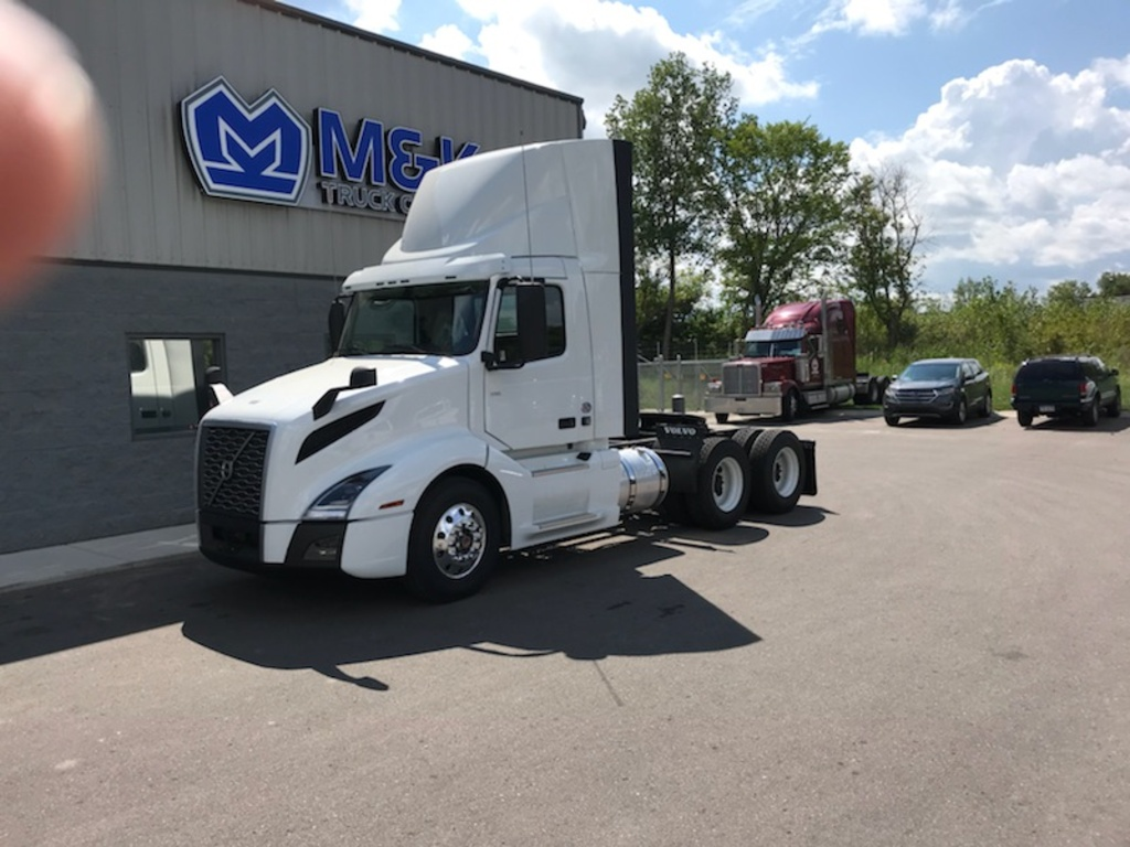 NEW 2019 VOLVO VNL64T300 TANDEM AXLE DAYCAB TRUCK #289253