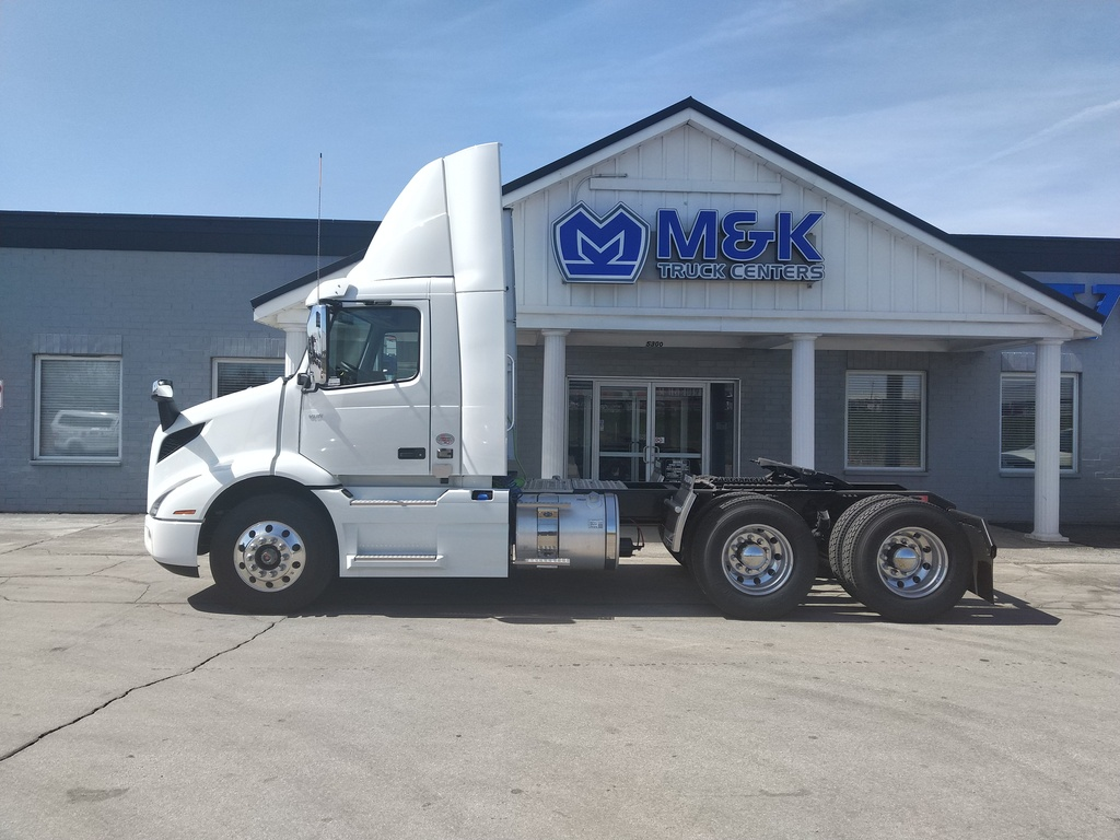 NEW 2019 VOLVO VNR300 TANDEM AXLE DAYCAB TRUCK #289738