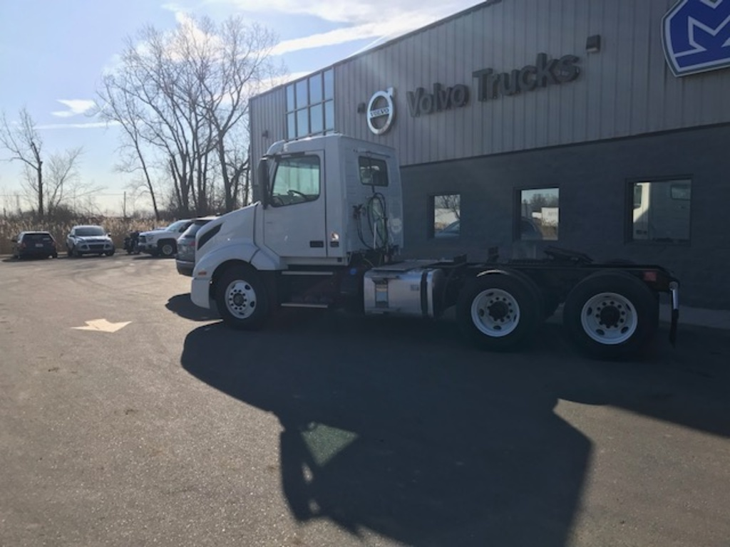 NEW 2019 VOLVO VNL64T300 TANDEM AXLE DAYCAB TRUCK #289774