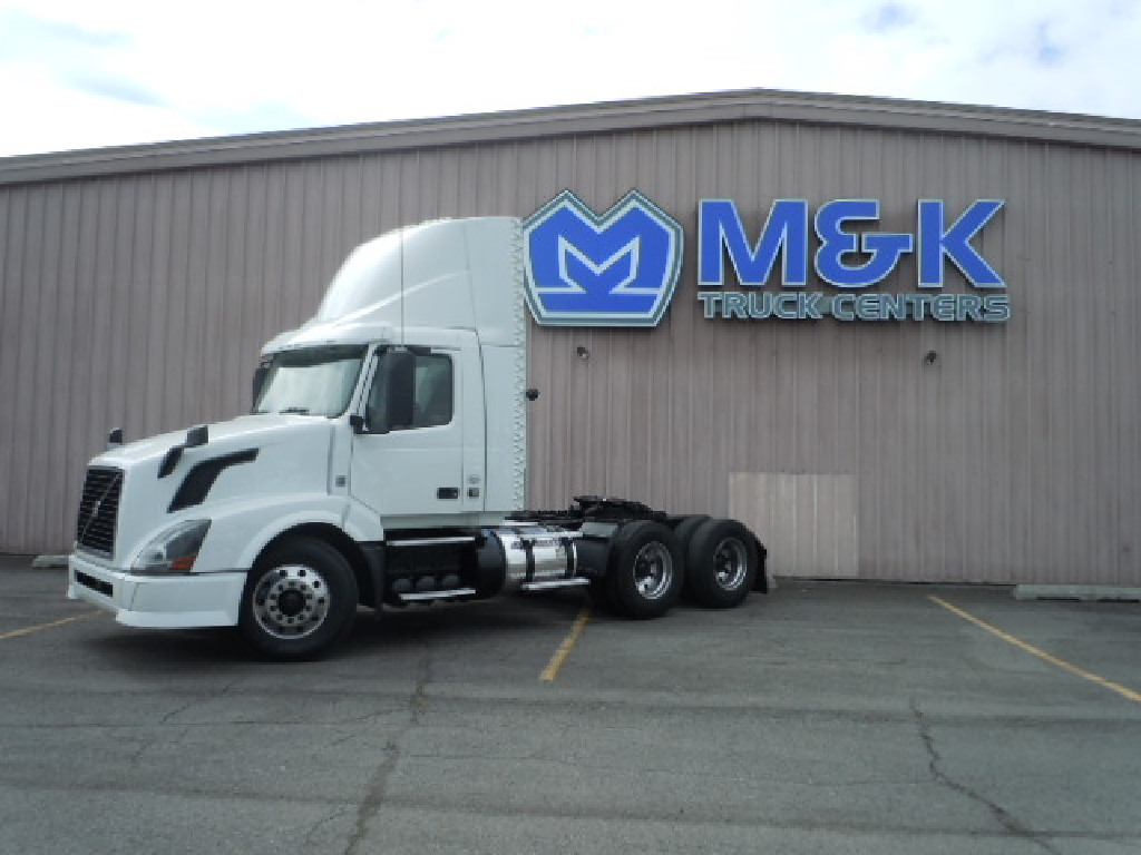 USED 2014 VOLVO VNL64T300 TANDEM AXLE DAYCAB TRUCK #290220