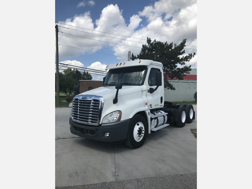 USED 2012 FREIGHTLINER CASCADIA TANDEM AXLE DAYCAB TRUCK #290724