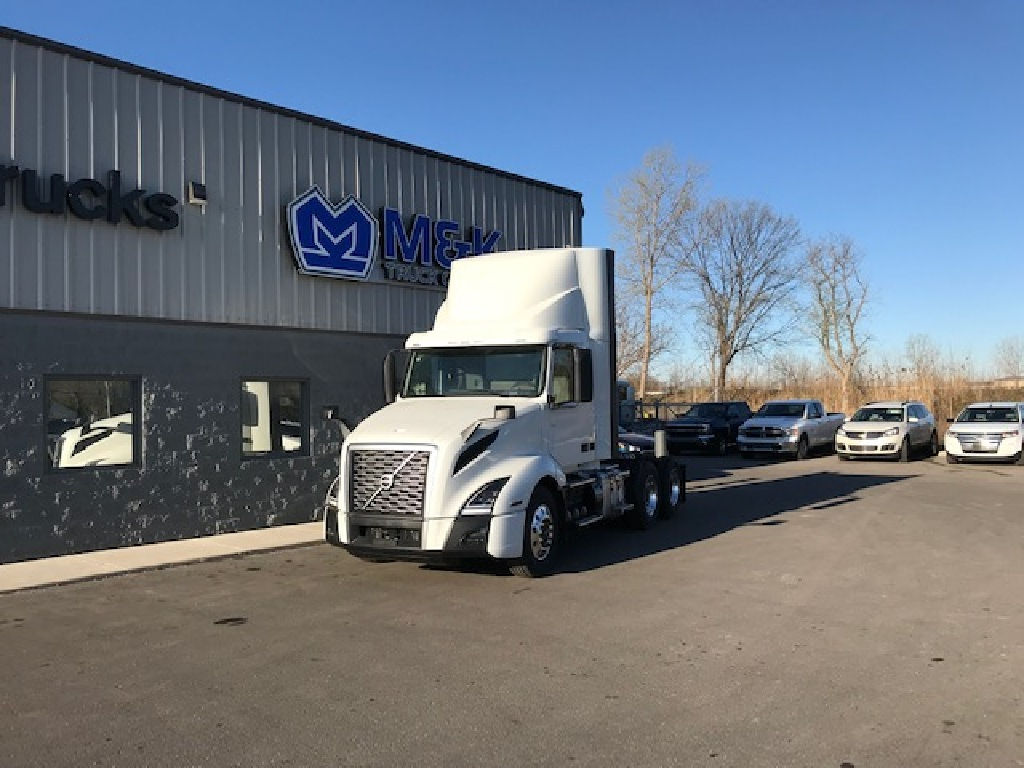 NEW 2020 VOLVO VNX64T300 TANDEM AXLE DAYCAB TRUCK #290747