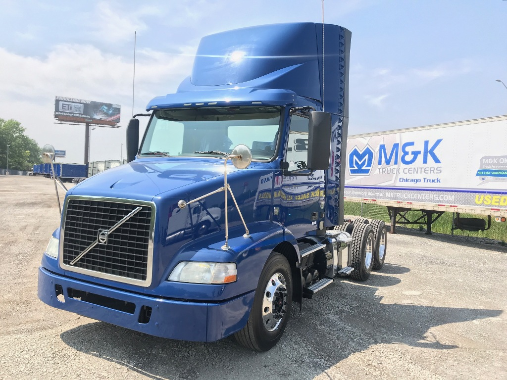 USED 2014 VOLVO VNM64T200 TANDEM AXLE DAYCAB TRUCK #291077