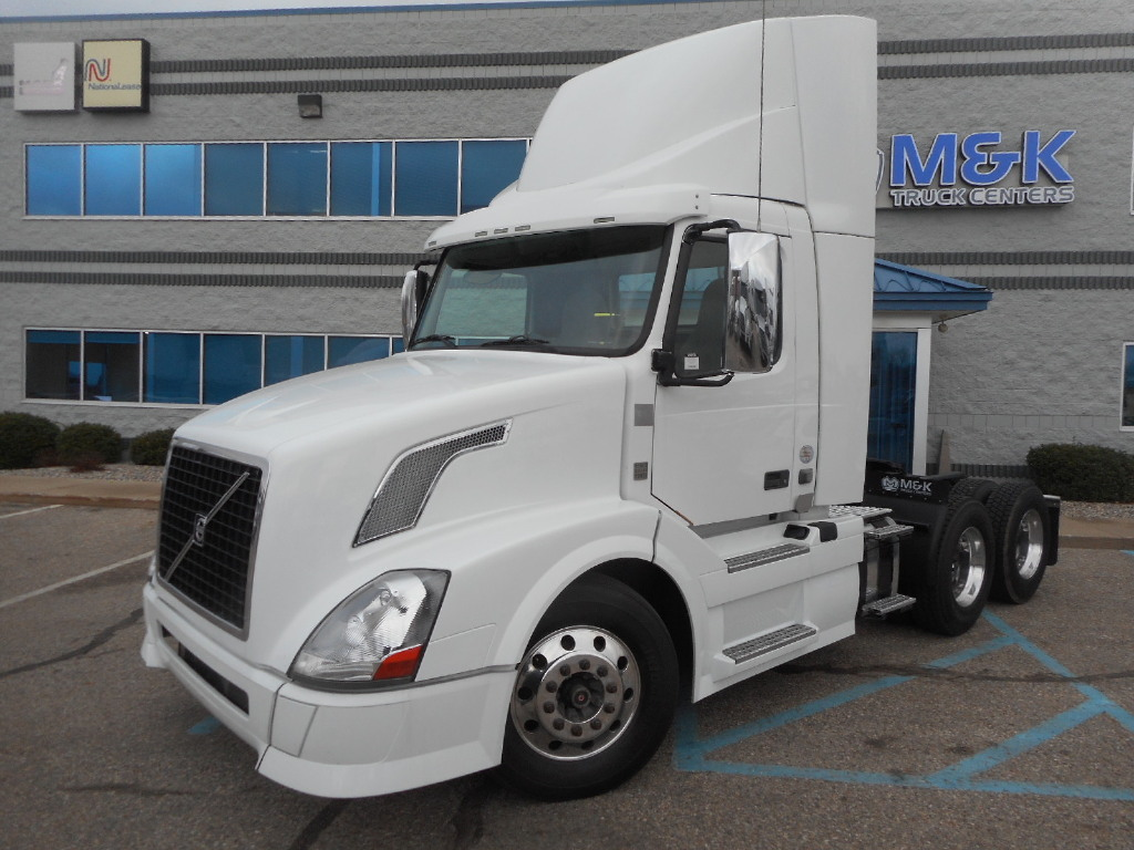 USED 2013 VOLVO VNL64T300 DAYCAB TRUCK #156523