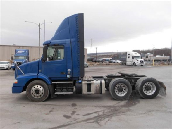 USED 2014 VOLVO VNM64T200 DAYCAB TRUCK #10322