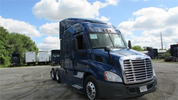 USED 2015 FREIGHTLINER CASCADIA 113 SLEEPER TRUCK #10383