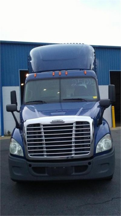 USED 2015 FREIGHTLINER CASCADIA 113 DAYCAB TRUCK #10397-4
